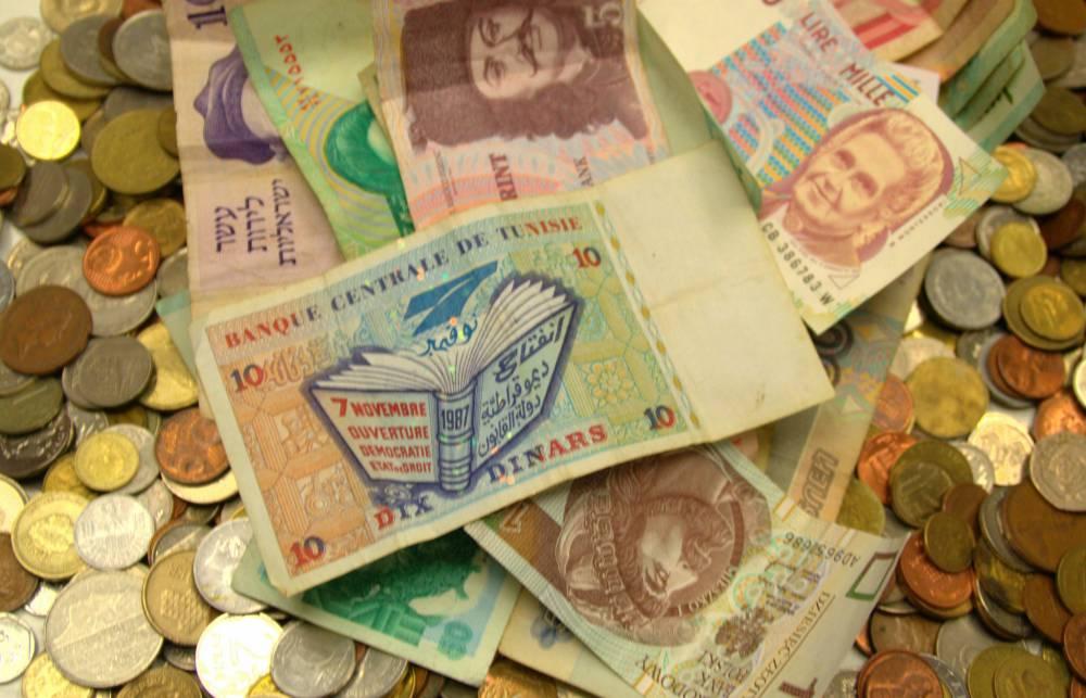 Geldschein aus Tunesien mit einem fliegenden Buch drauf gedruckt, von 1987