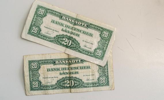 Zwei Zwanzig-Mark Geldscheine, ausgegeben 1949 von der Bank Deutscher Länder