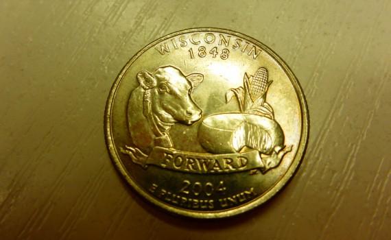 Alte Münze aus Wisconsin mit einer Mais-Ähre, einer Kuh und einem Laib Käse versehen