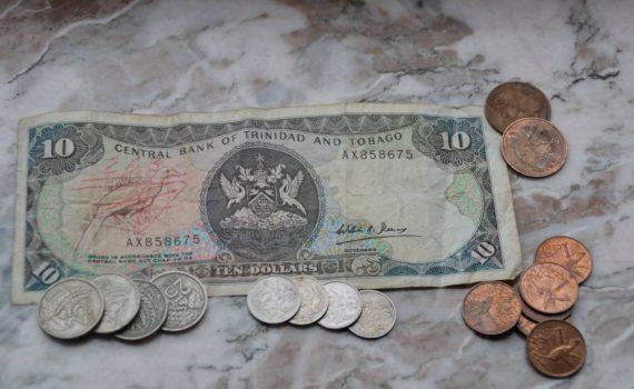Ein Schein und mehrere Kupfer und Alu Münzen